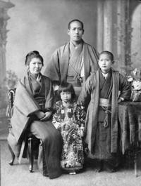 Picture of Japanese family from Meiji era